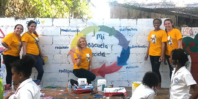 Volunteer Help with Education in Dominican Republic